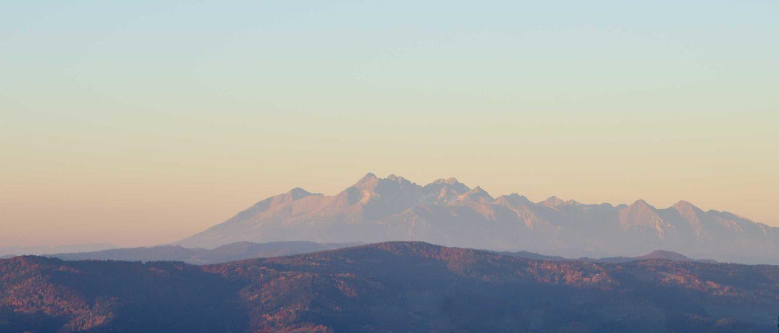 Tatry o wschodzie słońca z Hali Skotarka