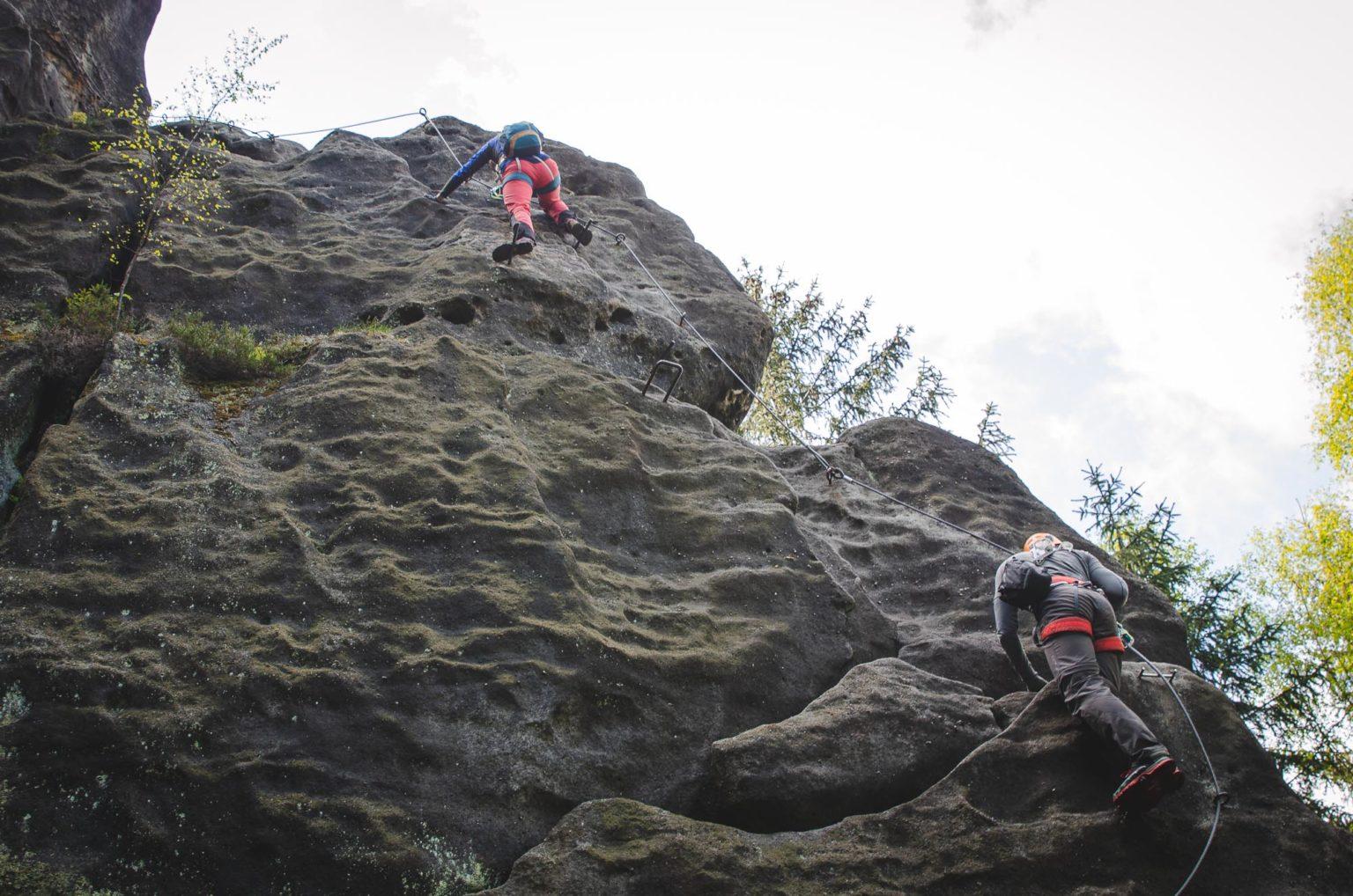 Dwie osoby na początku ferraty Alpiner Grat
