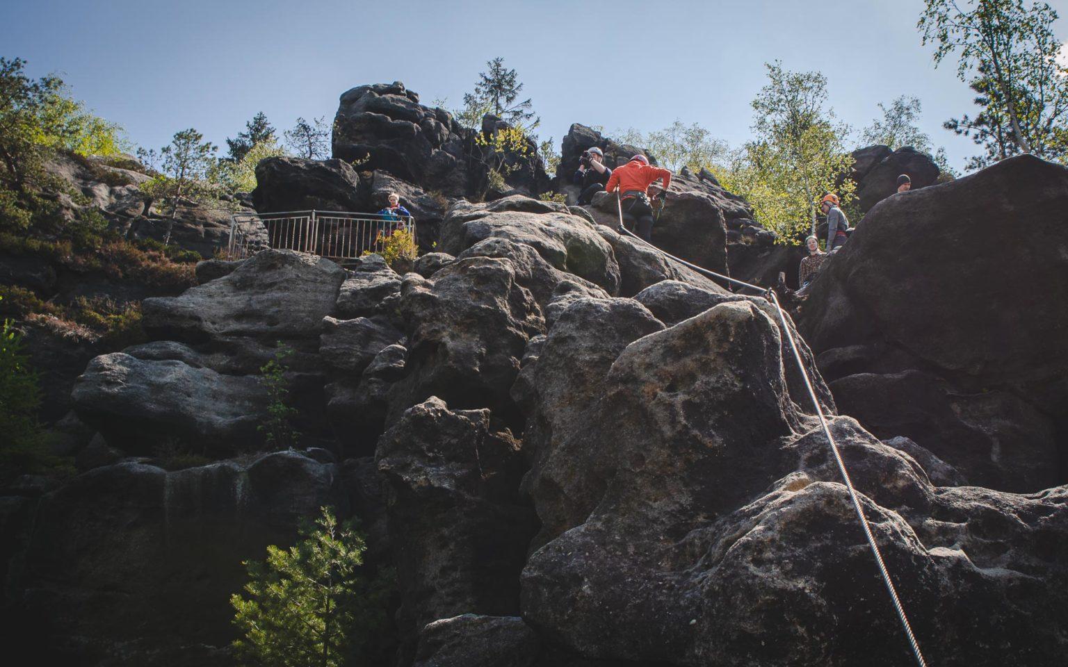 Ludzie na ferracie Alpiner Grat