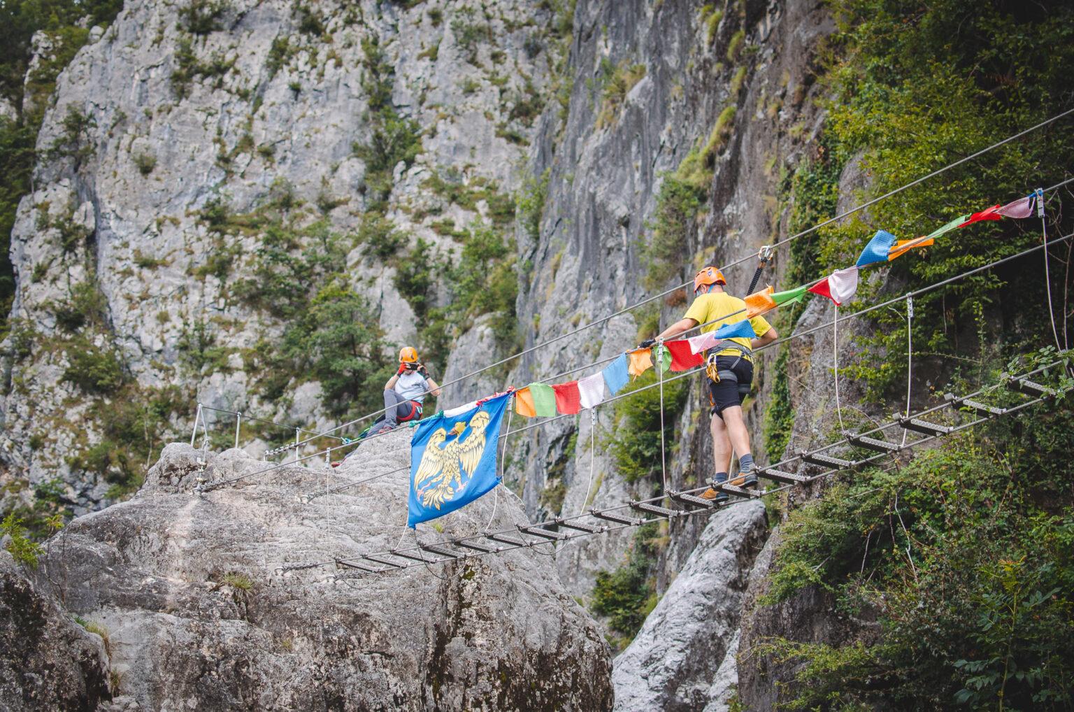 Mostek linowy na ferracie La Farina del Diavolo