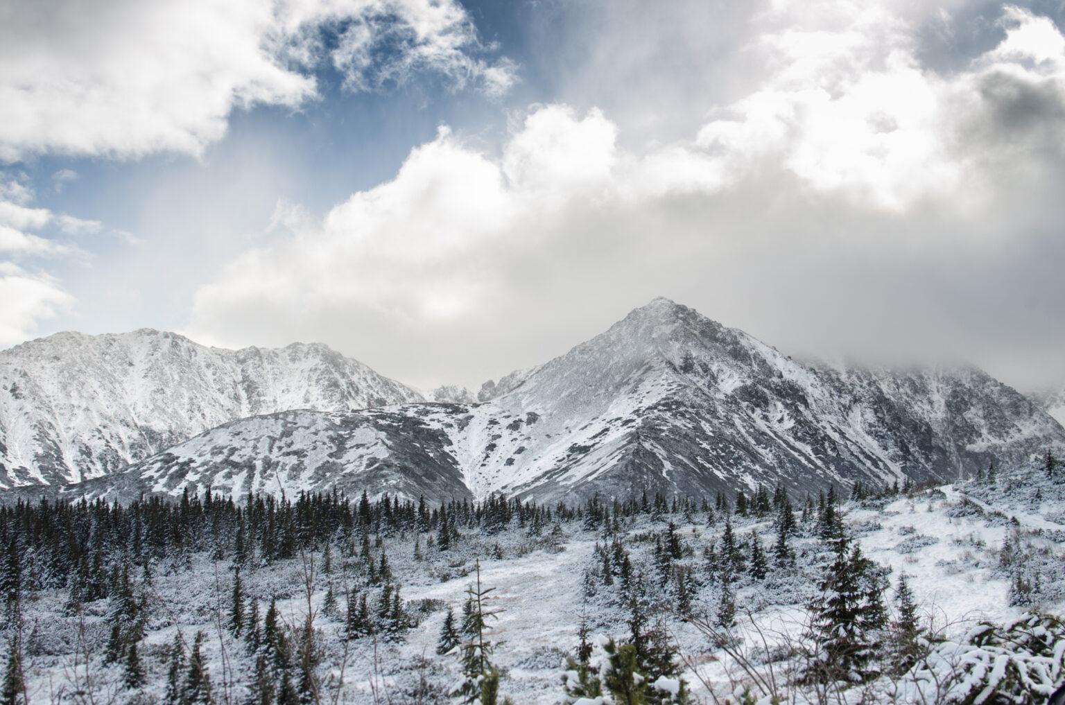 Hala Gąsienicowa w śniegu