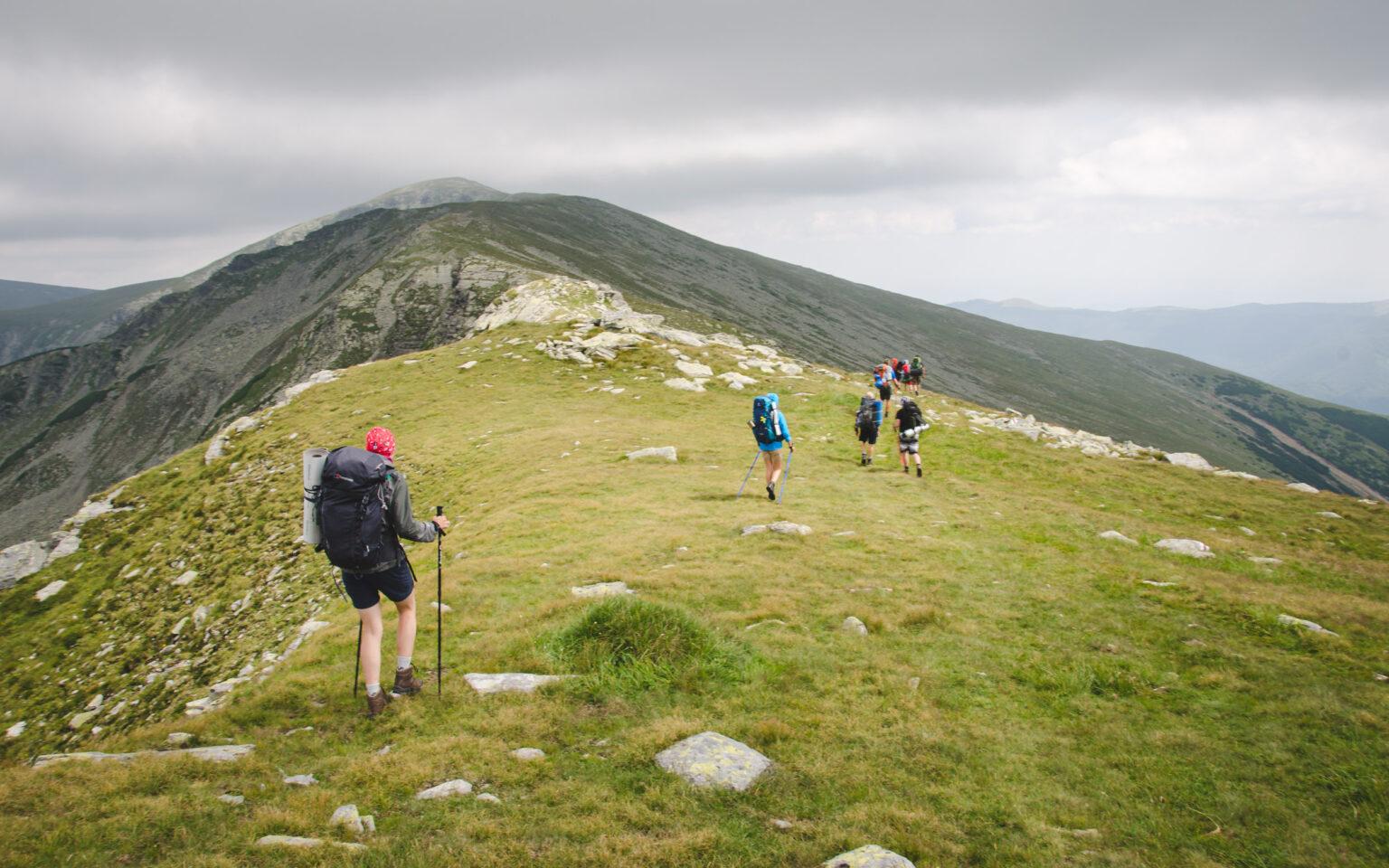 Trekking w Rumunii prowadzi przez grzbiety Karpat