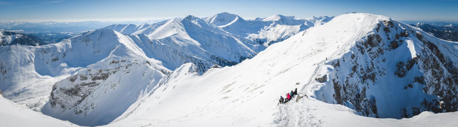 Widok z Krzesanicy i Czerwone Wierchy zimą