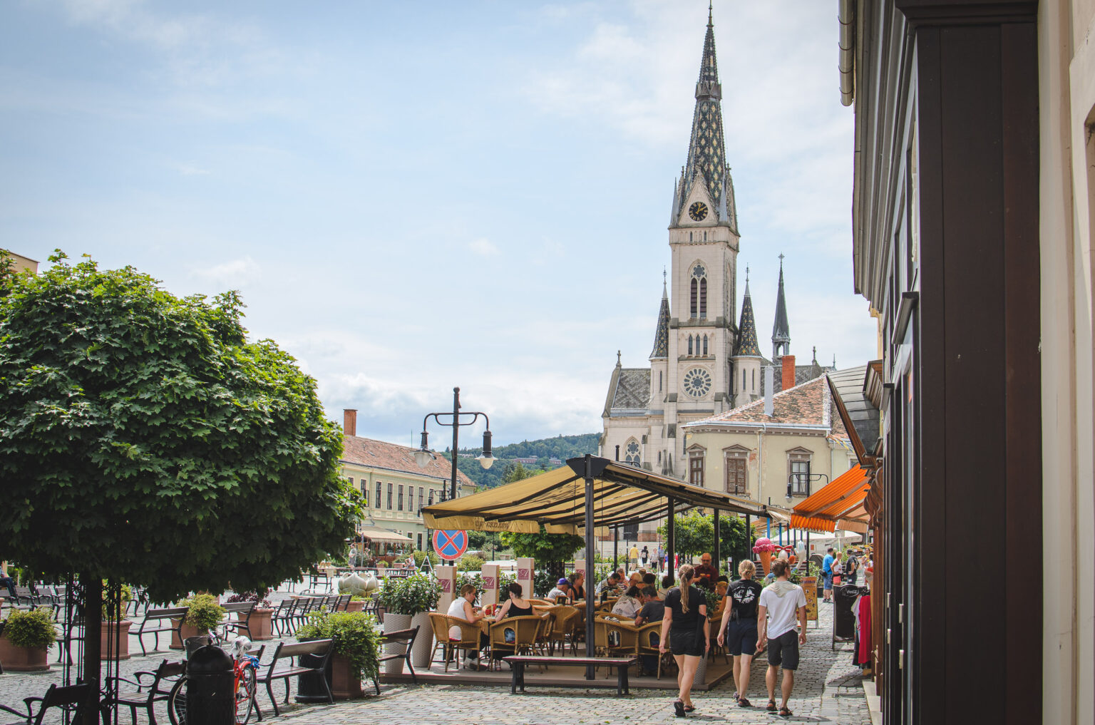 Rynek w Koszeg z kościołem
